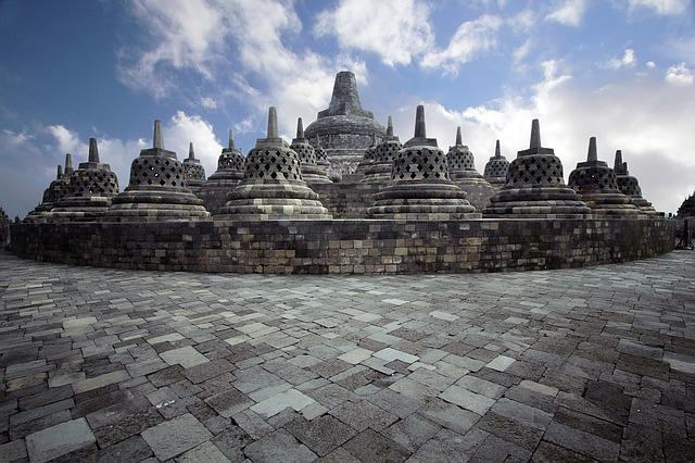 The Borobudur Temple Reading Practice 4 Descriptive